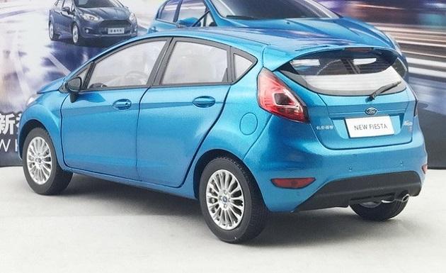 โมเดลรถ โมเดลรถเหล็ก โมเดลรถยนต์ Ford Fiesta 2013 blue 2