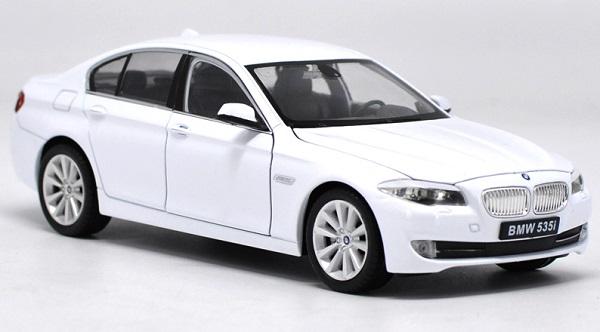 โมเดลรถ โมเดลรถยนต์ โมเดลรถเหล็ก bmw 535i white 2