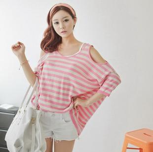 """""""พร้อมส่ง""""เสื้อผ้าแฟชั่นสไตล์เกาหลีราคาถูก Brand Ou Fanr เสื้อลายขวางชมพูสะท้องแสง+ขาว แขน4ส่วน เว้าไหล่"""