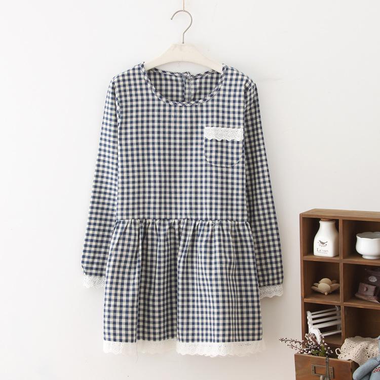 """""""พร้อมส่ง""""เสื้อผ้าแฟชั่นสไตล์ญี่ปุ่นราคาถูก เดรสลายสก๊อต แขนยาว ปลายแขนและชายกระโปรงแต่งลูกไม้ กระเป๋าหน้า ด้านหลังผ่าติดกระดุม ไม่มีซับใน -สีน้ำเงิน"""