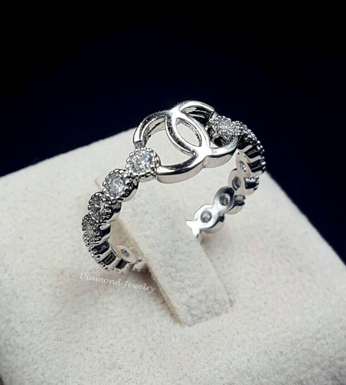 พร้อมส่ง แหวน Chanel เพชรรอบวง โลโก้ชาแนลด้านบน