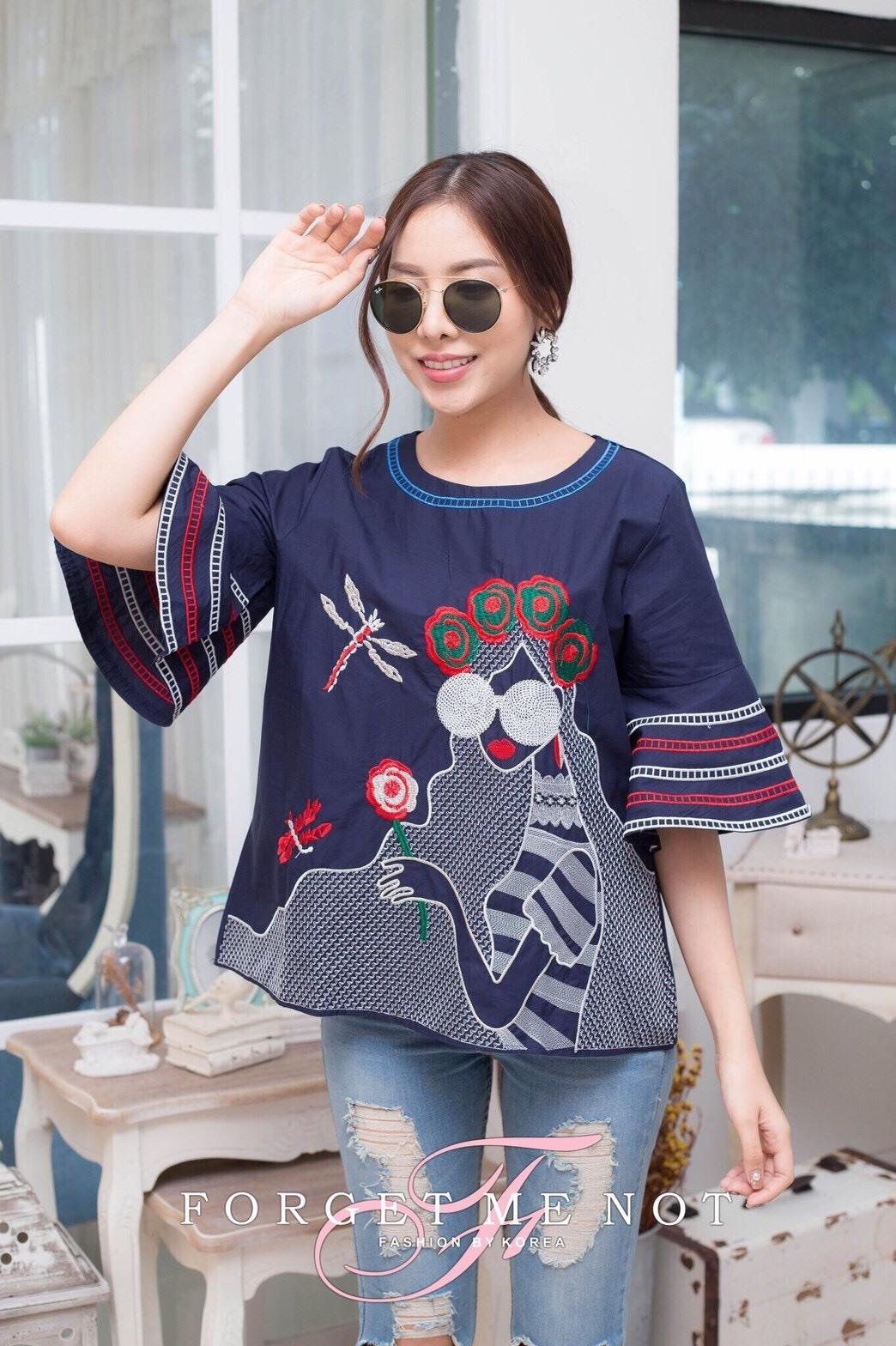 เสื้อผ้าเกาหลีพร้อมส่ง เสื้อคอกลม แขนกระดิ่ง เนื้อผ้า cotton 100%