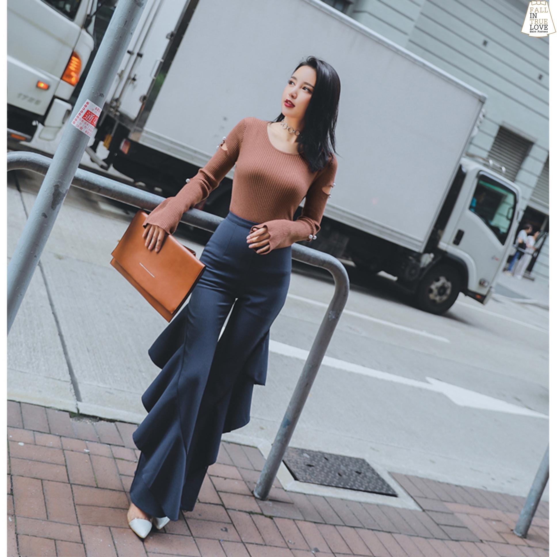 เสื้อผ้าเกาหลีพร้อมส่ง กางเกงขาบานแบบเอวสูงมาก แต่งระบายด้านข้างสีกรม