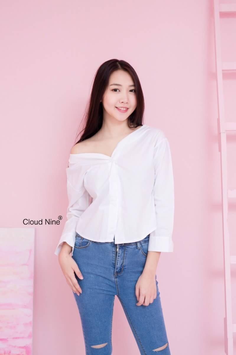เสื้อเชิ้ตขาว คอวีแขนยาว