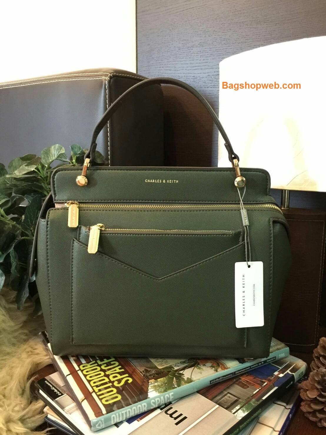 กระเป๋า CHARLES & KEITH LARGE TOP HANDLE BAG (Size L) สีOlive ราคา 1,590 บาท Free Ems
