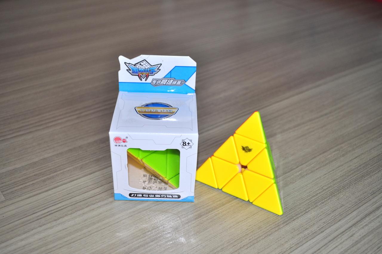 Cyclone Boys Pyraminx Stickerless V2