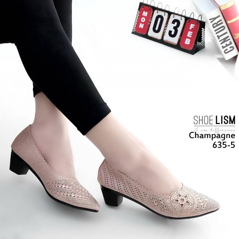 รองเท้าคัทชู ส้นเตี้ย หน้งกลิสเตอร์วิ้งแต่งลายฉลุเก๋ประดัลอะไหล่หมุดคลิสตัลสวยหรู ใส่ทำงาน ออกงานได้หมด บุฟองน้ำนิ่ม หนังนิ่ม ทรงสวย สูงประมาณ 2 นิ้ว ใส่สบาย แมทสวยได้ทุกชุด (635-5)