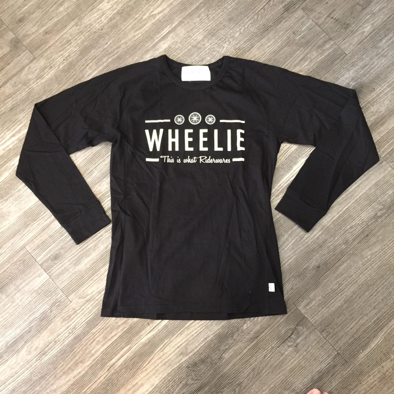 W Wheelie this is rider wear M