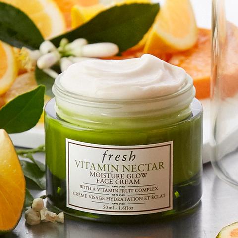 **พร้อมส่ง**Fresh Vitamin Nectar Moisture Glow Face Cream 50ml. ครีมบำรุงผิวและมอบความชุ่มชื้น ฟื้นบำรุงผิวที่อ่อนล้าให้กลับมาสดใส เปล่งประกาย มีสุขภาพดี ผสานคุณค่าจากไวตามินฟรุทคอมเพล็กซ์ ช่วยคืนความสดใสมีชีวิตชีวาให้กับผิวที่หมองคล้ำและอ่อนล้า ,