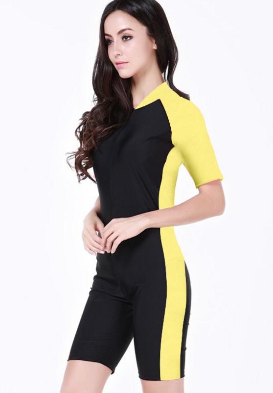 Swimsuit Bigsize พร้อมส่ง :ชุดแฟชั่นว่ายน้ำคนอ้วนสีดำแต่งแถบเหลืองซิปหน้าสีสันสดใสแบบเก๋ น่ารักมากๆจ้า:รอบอก36-44นิ้ว เอว32-40นิ้ว สะโพก38-48นิ้วจ้า