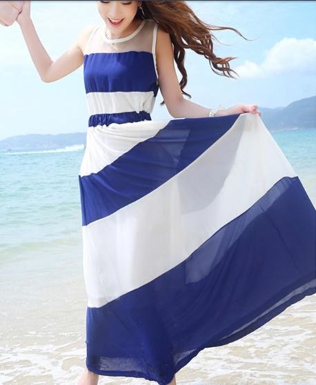 เสื้อผ้าแฟชั่นผู้หญิงพร้อมส่ง : เดรสสีน้ำเงินแฟชั่น แต่งลายทางสีขาว กระโปรงพริ้วๆ น่ารักมากๆจ้า