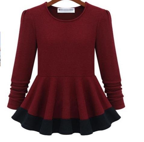((พร้อมส่ง)) เสื้อผ้าแฟชั่นผู้หญิง : เสื้อแฟชั่นสีไวน์แดง แต่งชายเสื้อขอบสีดำพริ้วๆ น่ารัก น่ารักจ้า