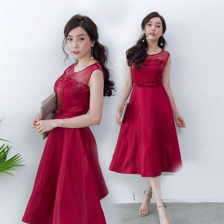 ชุดเดรสออกงานสีแดงสวยหรู ผ้าไหมอิตาลี แขนกุด กระโปรงบาน ลุคสวยหวาน เรียบหรู ดูดี ใส่ได้ทั้งงานกลางวัน / งานกลางคืน