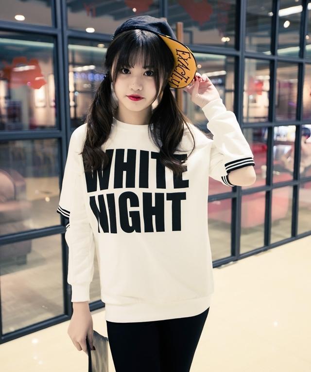 เสื้อแฟชั่น แขนยาว ผ้าฝ้าย แต่งแขนเก๋ๆ ลาย WHITE NIGHT