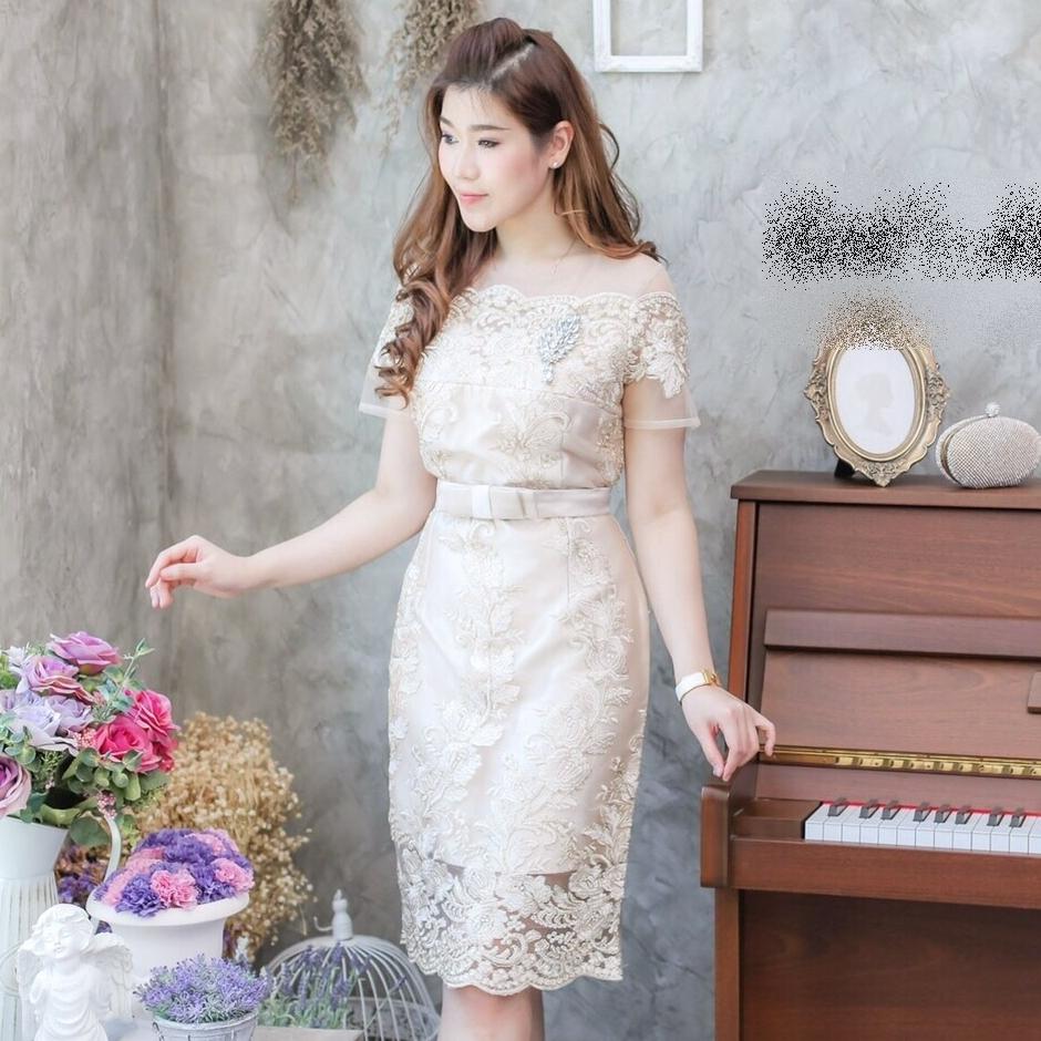 ชุดออกงาน ชุดไปงานแต่งงานสีทอง เดรสสวยหรู ทรงเข้ารูป คอปาดไหล่ ผ้าลูกไม้ปักเลื่อมดิ้นทอง สวยหรู ดูดี