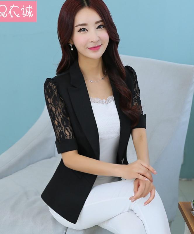 (สินค้าหมด) เสื้อสูทแฟชั่นผู้หญิง เสื้อสูททำงานสีดำ คอปก แขนสามส่วน ดีเทลแขนด้วยผ้าลูกไม้ น่ารัก ติดกระดุมเม็ดเดียว