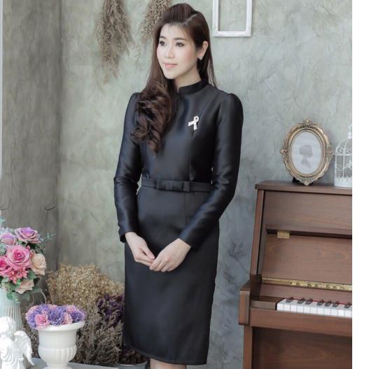 ชุดทำงานสีดำ Set เสื้อผ้าไหมทรงเข้ารูปตีเกล็ด ด้านหลังมีซิป มาพร้อมกระโปรงทรงสอบ