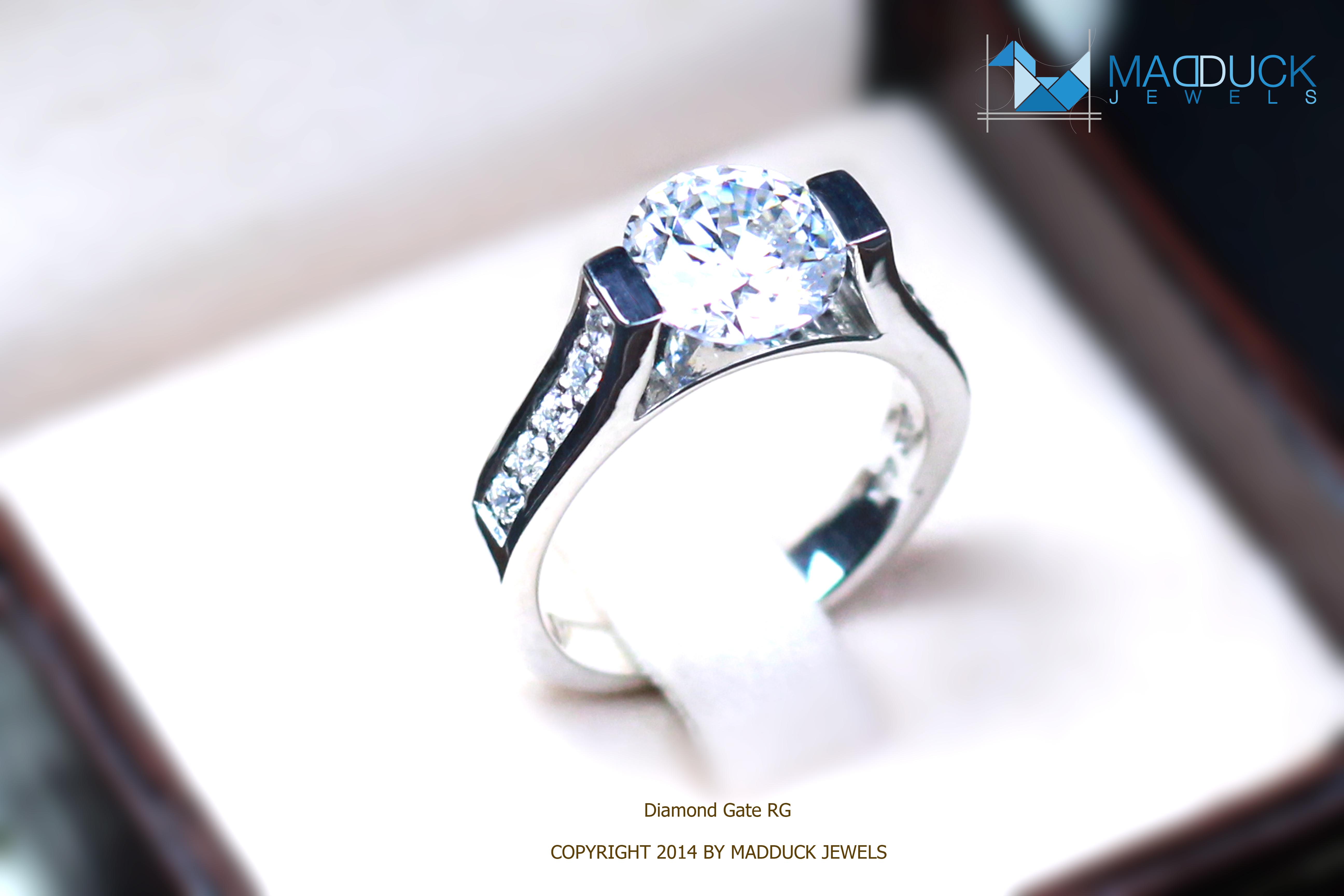 แหวนเงินแท้ เพชรสังเคราะห์ ชุบทองคำขาว รุ่น RG1476 Diamond Gate