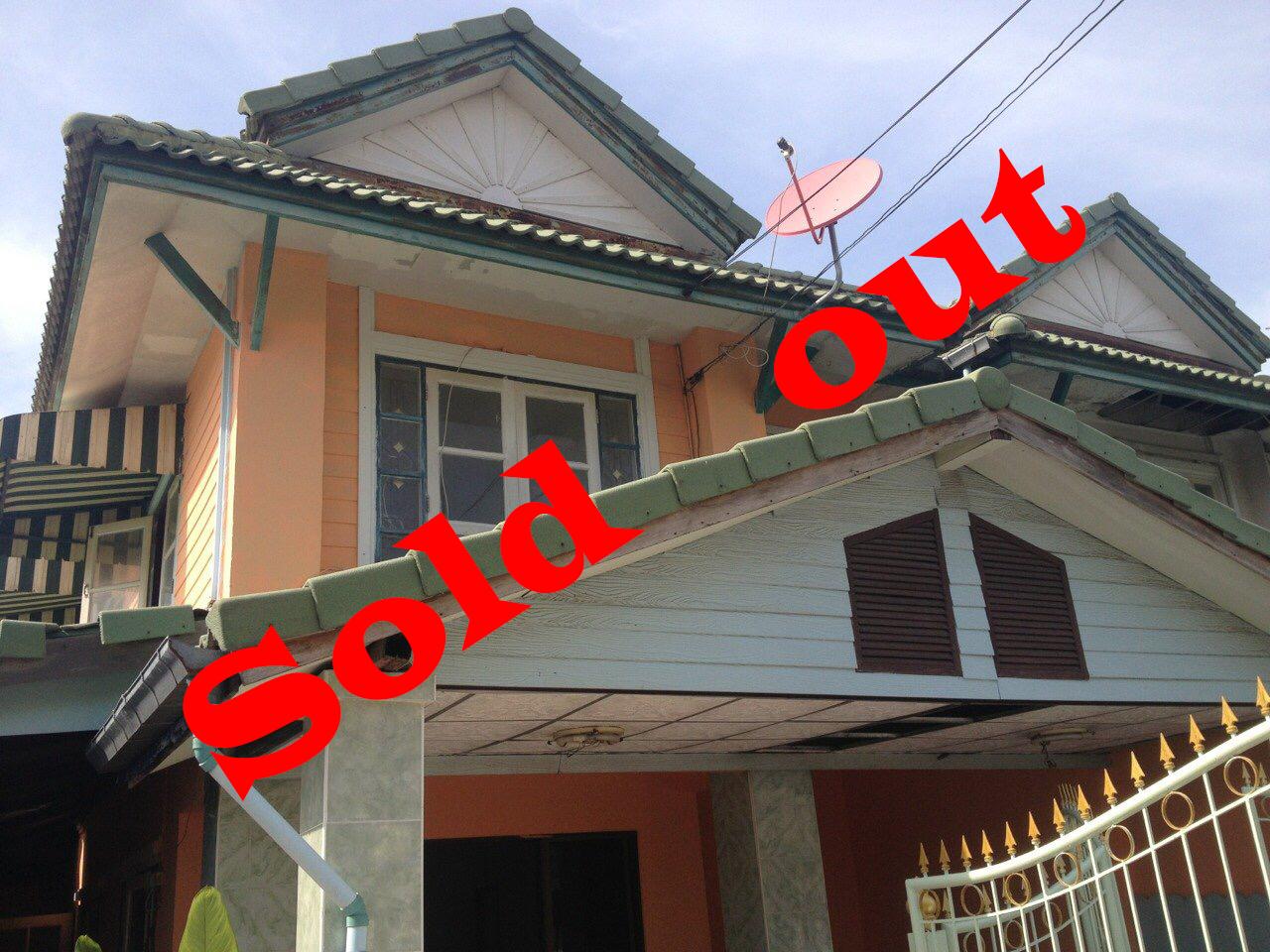 หมู่บ้านพฤกษา14A ทาวน์เฮาส์ 2ชั้น (ห้องริม) 3ห้องนอน 2ห้องน้ำ พื้นที่กว้างมากถึง 45 ตารางวา ปรับปรุงใหม่พร้อมอยู่ กู้100% สนใจดูภายในบ้านนัดล่วงหน้า 1วัน โทร 099-197-5335 ( คุณไทย ) ให้คำแนะนำสินเชื่อ ตลอดการโอนกรรมสิทธิ์ ณ กรมที่ดิน
