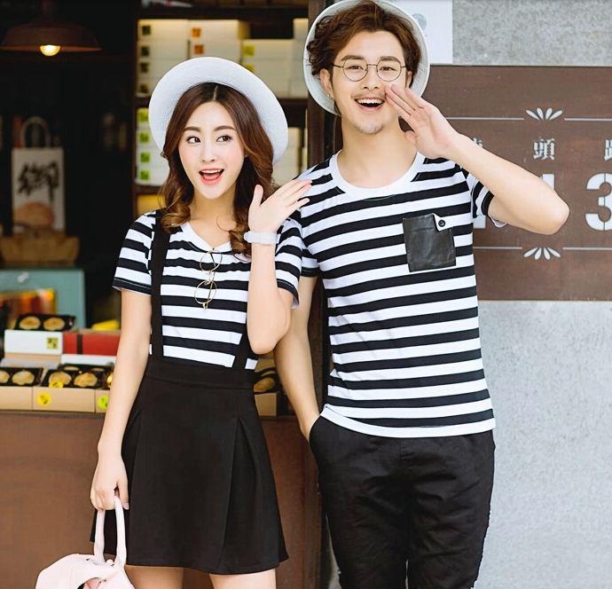 เสื้อผ้าแฟชั่นเกาหลีชุดคู่รัก ชายเสื้อยืดหญิง 2 ชิ้น เสื้อและเอี๊ยมสีดำ