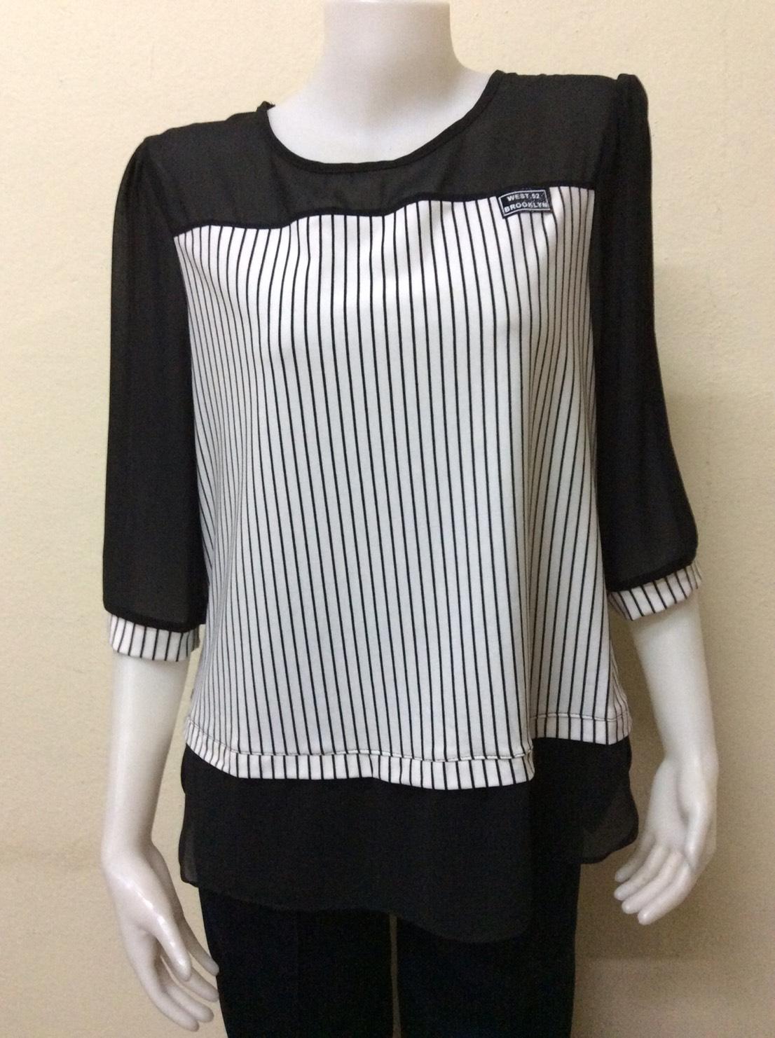 เสื้อคอกลมแขนสามส่วน สีขาวสลับสีดำ By MEENA