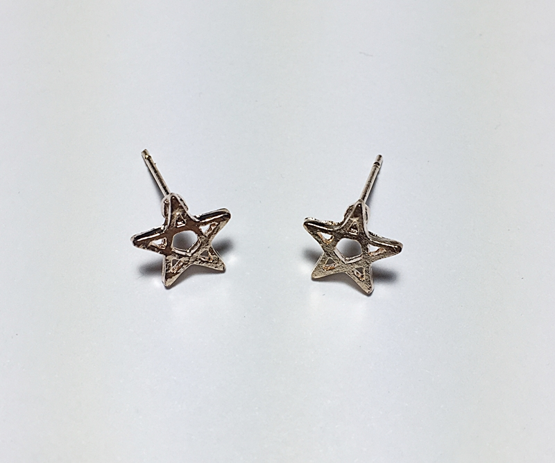 ต่างหูแบบใส่ติดหู รูปดาว สีทอง ชิ้นเล็กๆ น่ารัก