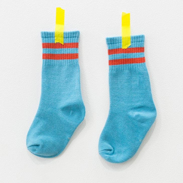ถุงเท้ายาว สีฟ้า แพ็ค 12 คู่ ไซส์ L ประมาณ 6-8 ปี