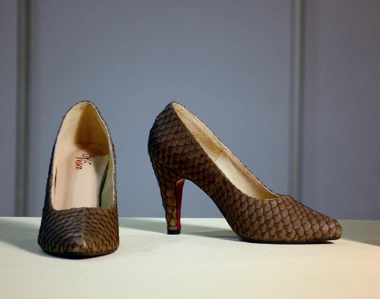 C03005 รองเท้าสตรีทำจากหนังปลานิล