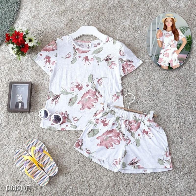 เสื้อ+กางเกงสั้น รายละเอียดสินค้า เสื้อยืดคอกลมพิมพ์ลายดอกไม้ ผ้าคอตตอลเนื้อดีผ้านิ่มใส่สบายค่ะ มาพร้อมกางเกงขาสั้นลายเดียวกัน เอวยืดรอบตัว มีกระเป๋าล้วง ใส่ลำลองสวยๆ จัดเลยจ้า ขนาดเสื้อ :: รอบอก 32-36 ยาว 22 นิ้ว ขนาดกางเกง :: รอบเอว 25-32 สะโพก 34-38 ยา