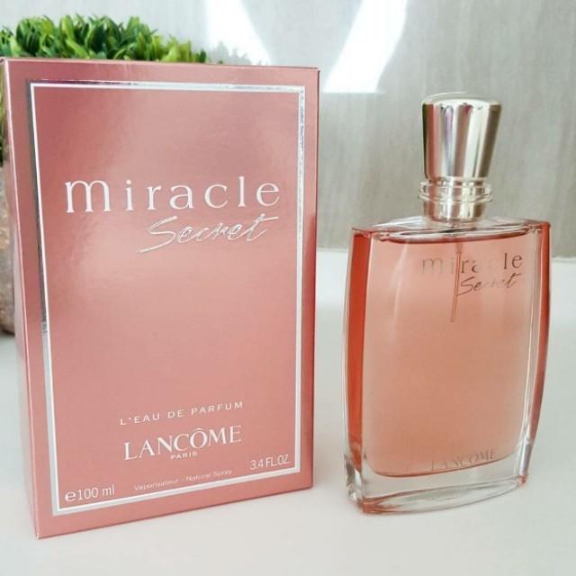 น้ำหอม LANCOME Miracle Secret L'Eau De Parfum (EDP) 100ml ลังโคม มิราเคิล ซีเคร็ท เลอ เดอ พาร์ฟูม สำหรับผู้หญิง กลิ่นหอมลึกลับน่าค้นหาจากกลุ่มน้ำหอมที่ขายดีที่สุดจากลังโคม Miracle Secret ด้วยความโดดเด่นของ Jasmine-Nashi Pear ที่จะทำให้กลิ่นหอมตราตรึง