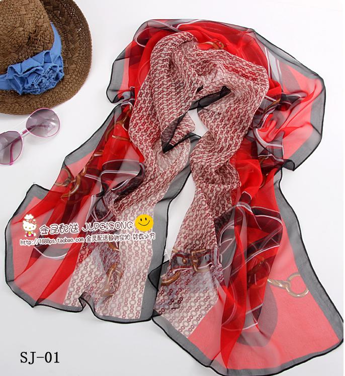 ผ้าพันคอผ้าไหม ลายเข็มขัดเสื้อดาวสีแดง ( รหัส P90 )