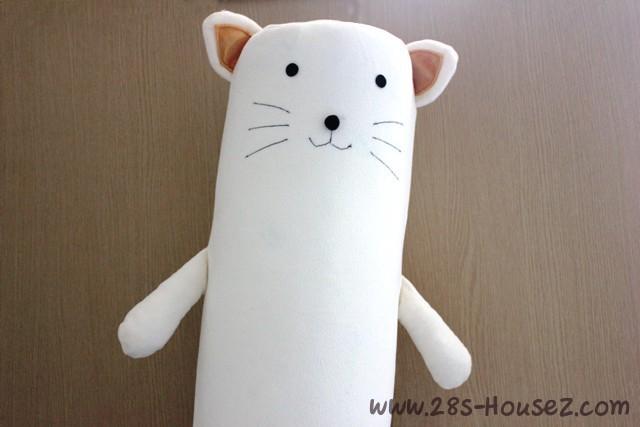 ปลอกหมอนข้างตุ๊กตาแมว สีครีม ## พร้อมส่งค่ะ ##