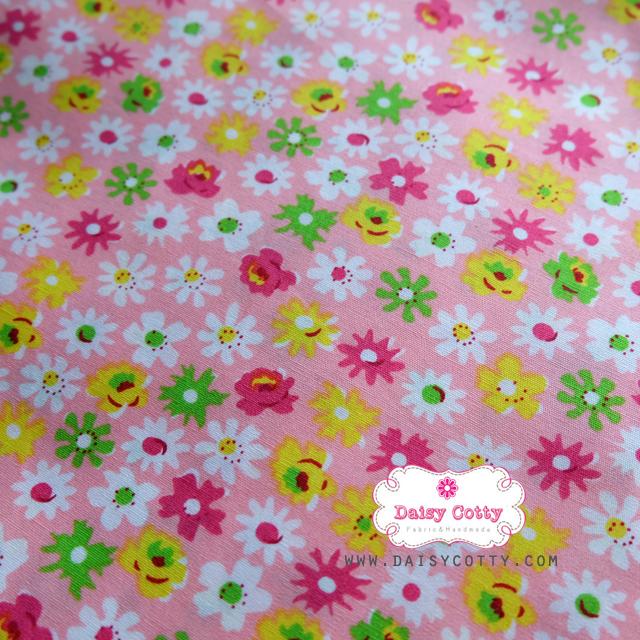 ผ้าคอตตอนไทย 100% 1/4 ม.(50x55ซม.) พื้นสีชมพูโอรส ลายดอกไม้