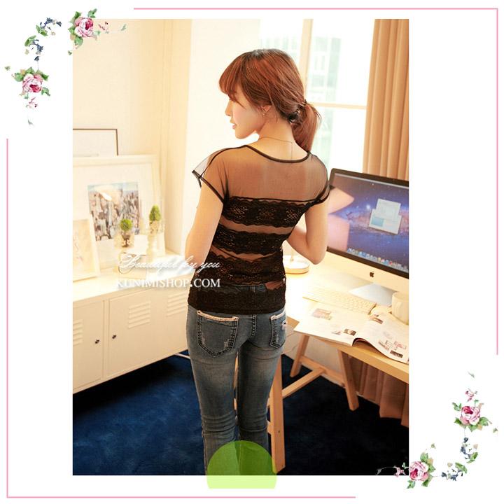 เสื้อซับใน ผ้าซีทรู และ ผ้าลูกไม้ครึ่งตัว ทั้งด้านหน้าและด้านหลัง มีผ้าซับในอีกชั้นครึ่งตัว แบ่งเป็น 3 ช่วง ผ้ายืดใส่สบาย สวย เซ็กซี่มากคะ จะใส่เดี่ยวๆ หรือ จะใส่ชุดกับเสื้อคลุมอีกตัวก็ดูดีคะ ขนาด หน้าอก : 78 - 96 cm. ความยาวชุด : FREE SIZE มี 2 สี : ขาว ดำ