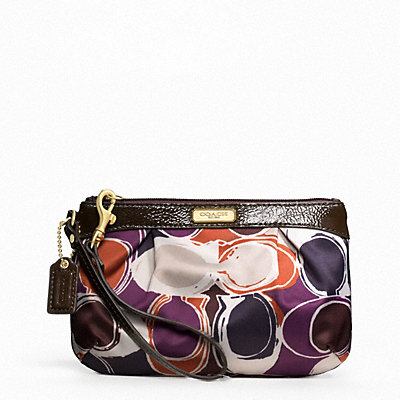 **พร้อมส่ง + ลด 50 %** Coach 48213 ASHLEY HAND DRAWN SCARF PRINT MEDIUM WRISTLET