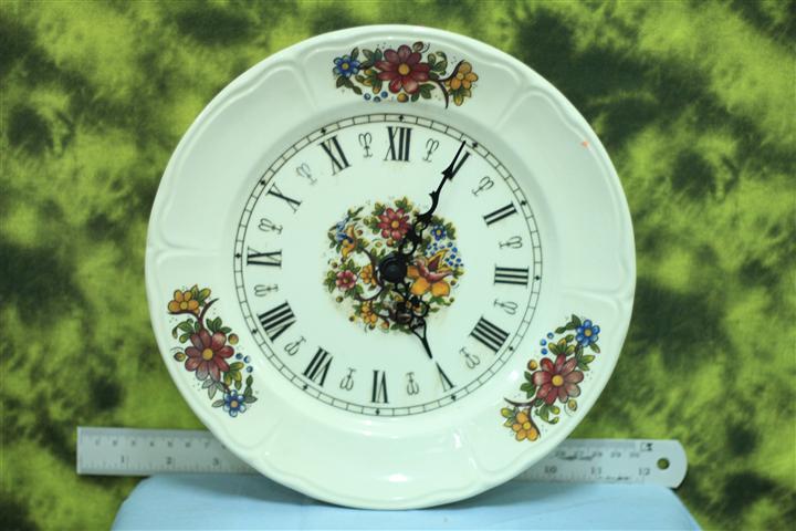 T0680 นาฬิกาแขวนกระเบื้องเยอรมันโบราณ ส่ง EMS ฟรี