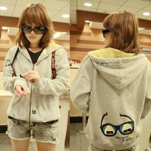 ++สินค้าพร้อมส่งค่ะ++ jacket เกาหลี แขนยาว มี hood มีซับในลายริ้วน่ารัก ผ้า cotton sweater เนื้อหนา สกรีนลายการ์ตูน - สีเทา