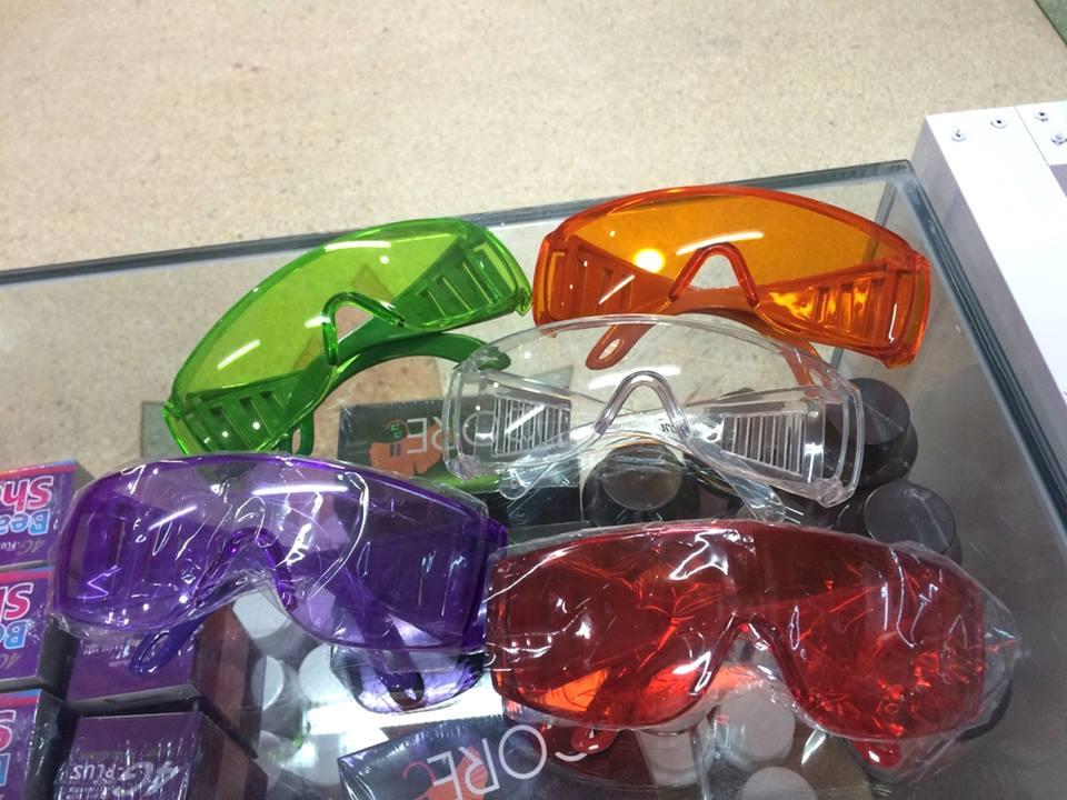 แว่นตาเล่นสงกรานต์ กันแป้งกันน้ำพุงเข้าตาได้ 150 ส่งฟรี ems