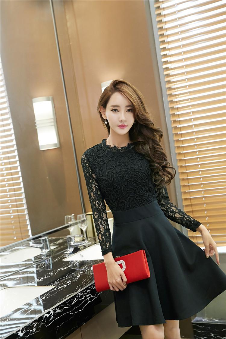 ชุดเดรสสีดำ แขนยาว ตัวเสื้อและแขนเสื้อเป็น ผ้าลูกไม้ชนิดยืดหยุ่นได้ดีสีดำ