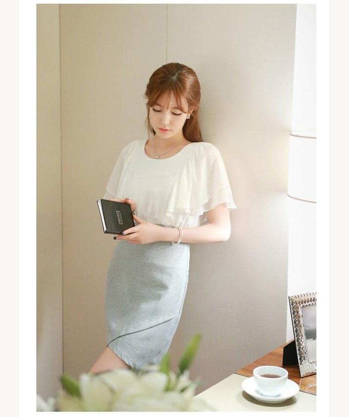 ชุดเดรสน่ารัก ตัวเสื้อผ้าชีฟอง สีขาว แขนเสื้อระบายทรงปีกค้างคาว กระโปรงผ้าคอตตอนผสม