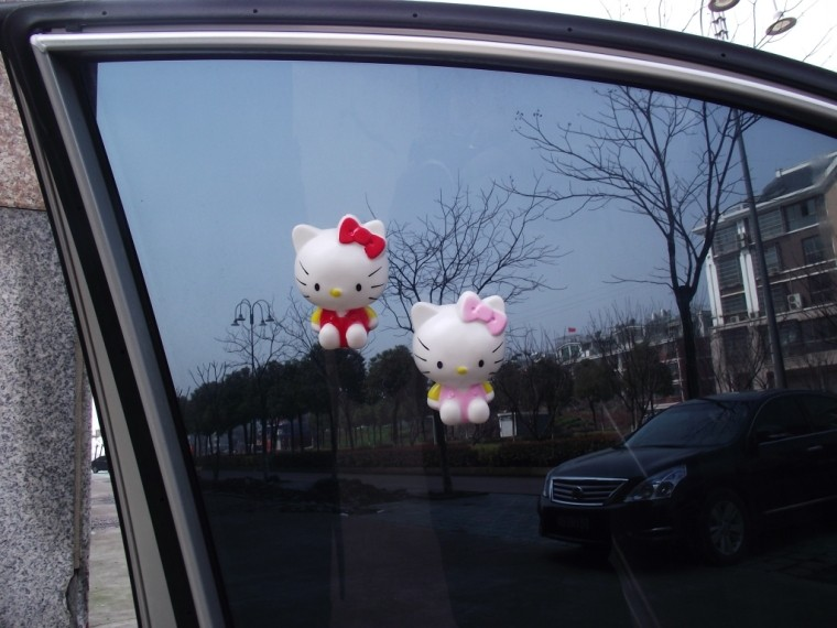 จุ๊บติดกระจก Hello Kitty ชุดชมพู (ขนาด 6.5x8 CM)