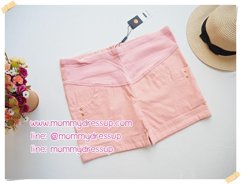 กางเกงขาสั้นสีชมพู มีกระดุมทอง 2 เม็ดตรงกระเป่า ผ้านิ่มใส่สบายค่ะ เอวปรับระดับได้ตามอายุครรภ์