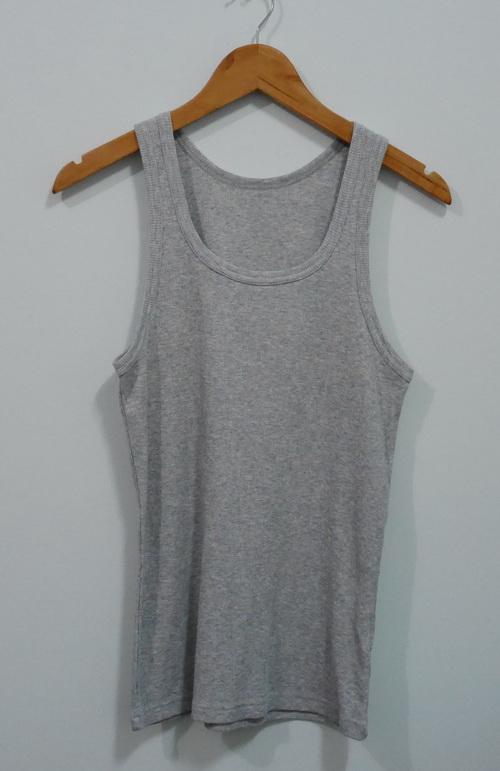 jp4121 เสื้อกล้ามผ้ายืดสีเทา แบรนด์ uniqlo รอบอก 34-36 นิ้ว